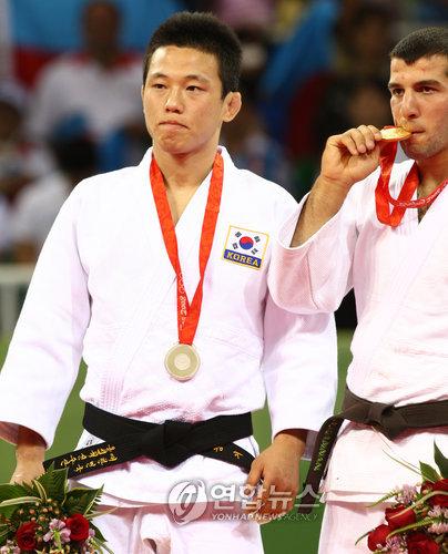 <올림픽> 은메달로는 도저히...
