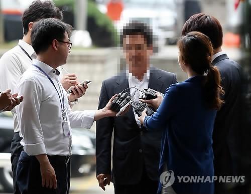 '성접대' 의혹 건설업자 윤중천씨 구속영장 발부