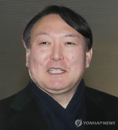 文대통령, 서울중앙지검장에 윤석열 임명(속보)