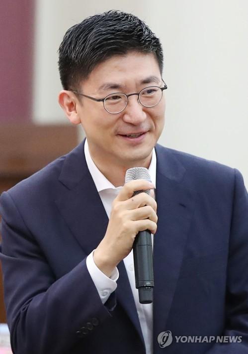 인사말하는 김세연 정책위의장