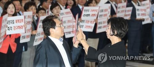 정기국회 사흘만에 파행…제1야당 한국당 '장외로'