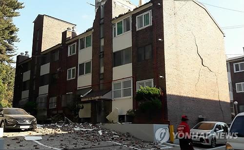 '쿠∼ 쿵∼' 굉음 직후 큰 건물 휘청, 벽체 무너져…전국 흔들(종합)