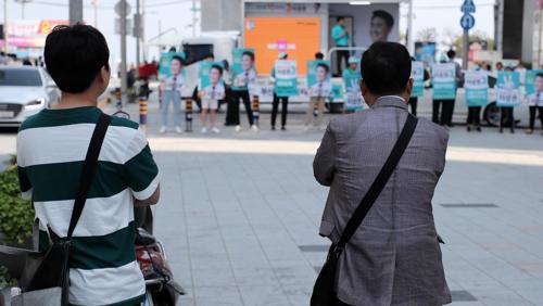 [네거티브의 유혹] ② '24시간이 모자라'…선관위의 하루
