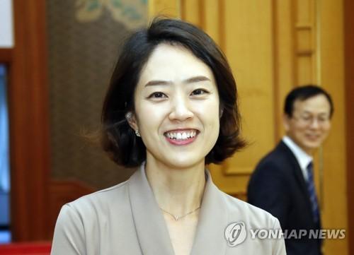 청와대 새 대변인에 고민정…文정부 첫 여성 靑 대변인(종합)