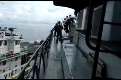 인도네시아, 베트남 해경 불법조업 '비호'에 어선 침몰로 보복