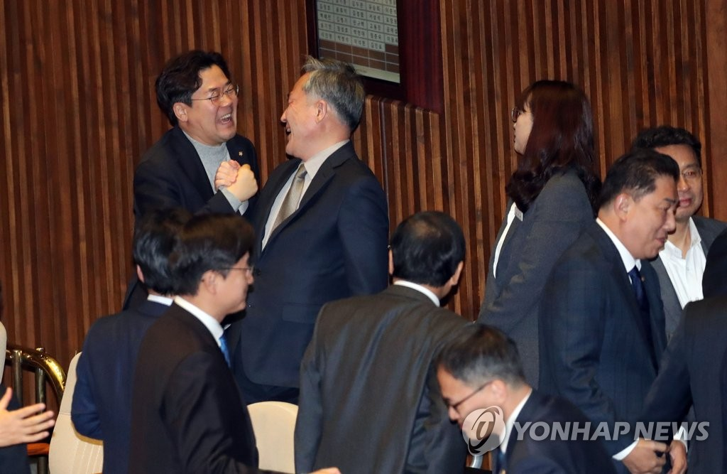 '공수처법' 한국당 퇴장 속 국회 본회의 통과