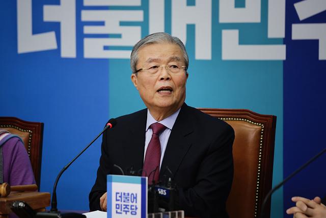 """김종인, 대표직 유지키로…""""당 정상화 노력"""""""