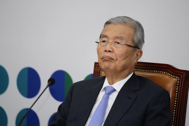 """김종인 """"정부, 담뱃세 인상 증세임을 시인해야"""""""