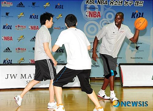 NBA의 에메카 오카포의 화려한 시범