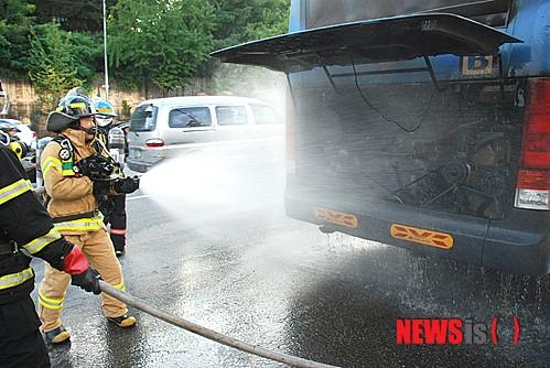 이태원 크라운호텔 앞 버스화재 진압