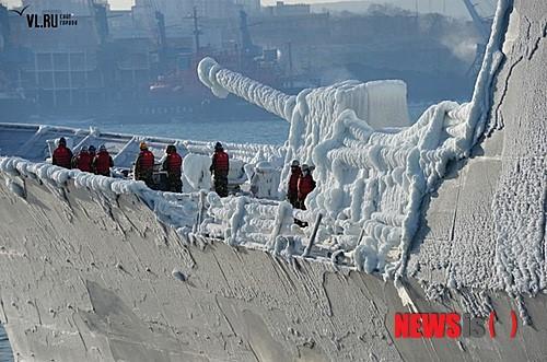 블라디보스톡 도착한, 얼음군함 '최영함'