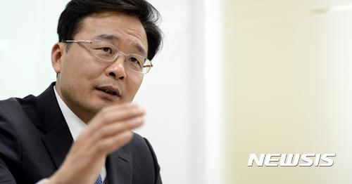 뉴시스와 인터뷰 갖는 김우영 은평구청장
