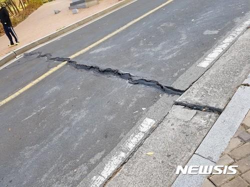 【速報】韓国南部で M5.6の大地震が発生  [485983549]YouTube動画>6本 ->画像>165枚