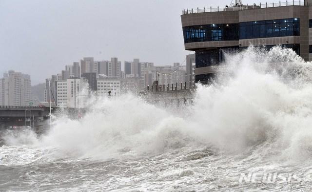 부산 태풍 피해 속출…인명피해도 잇달아(종합2보)