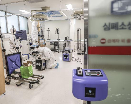 의정부성모병원, 코로나19 확진자 격리공간 멸균작업