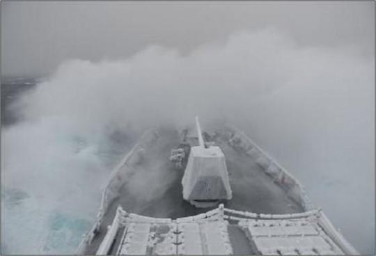 함포 얼어붙은 '최영함' 사격은 가능할까...