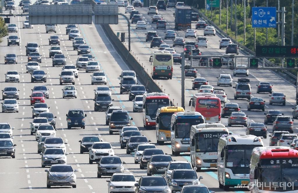 [사진]귀경차량 몰린 경부고속도로