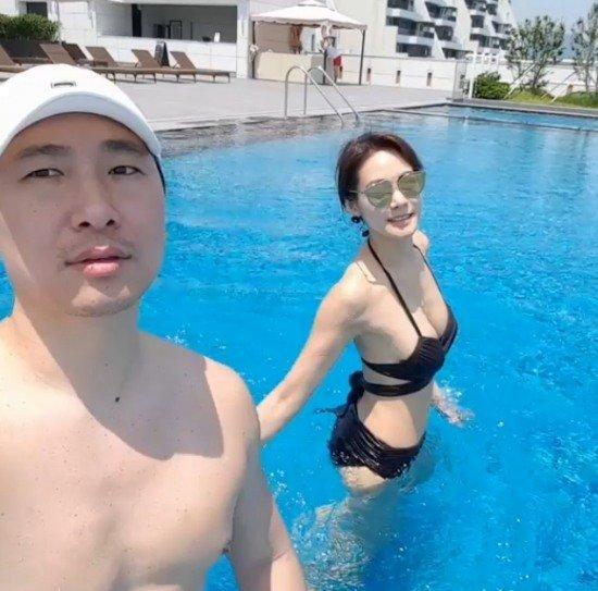 """""""비키니도 완벽""""...안현모, 남편 라이머와 수영장 데이트"""