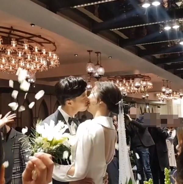 허안나♥오경주, 결혼식 포착…달콤한 입맞춤
