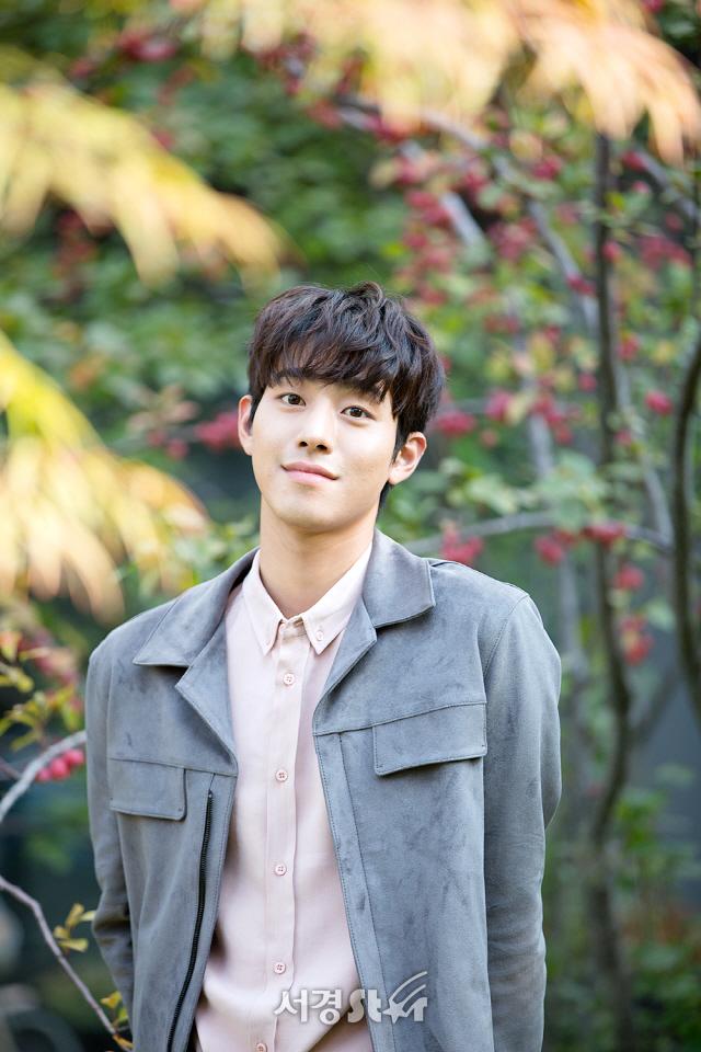 안효섭, '탑 매니지먼트' 주인공...싱어송라이터 유튜브 스타