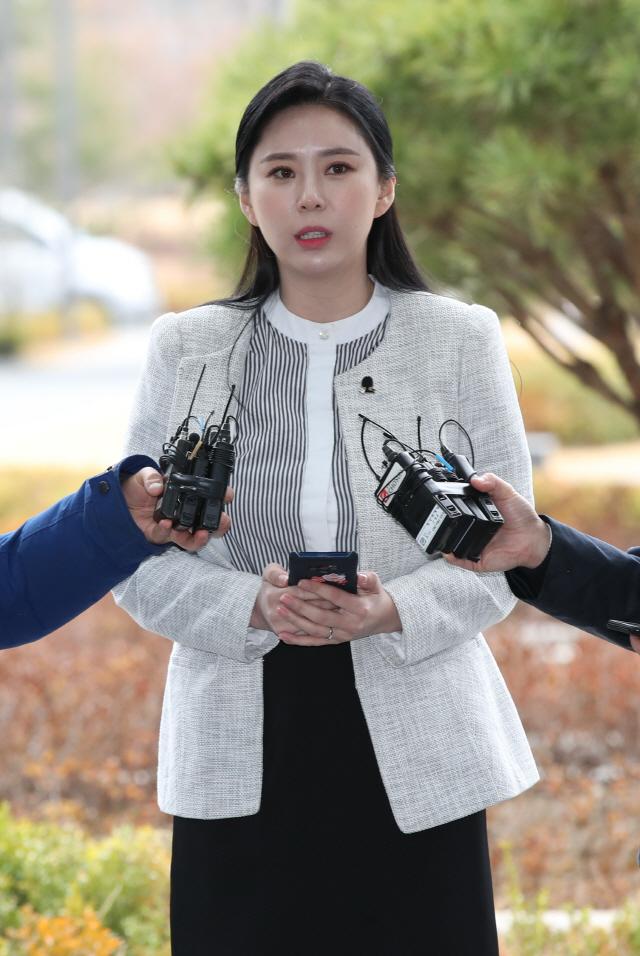 '장자연 리스트 유일 목격자' 윤지오, 언론인·정치인 등 성접대 4명 검찰 진술