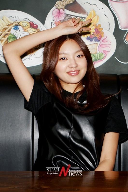 [포토] 최유화 '귀엽고 깜찍한 머리위로 브이'