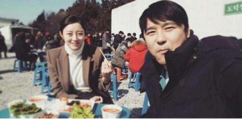 임창정, 18살 연하 아내와 인증샷 공개…