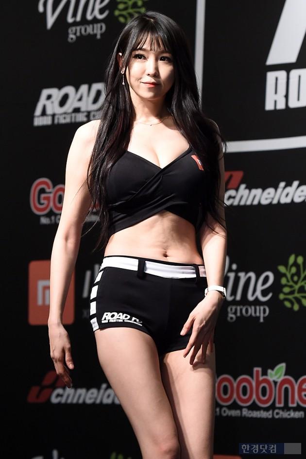 [HEI포토] 로드걸 이은혜, '우월한 볼륨 몸매' (로드FC 306)