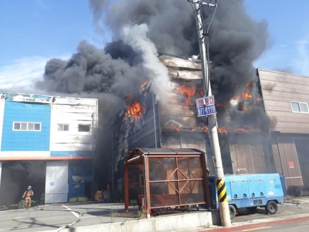 인천 서구 도색전문업체에서 화재...대응2단계 발령