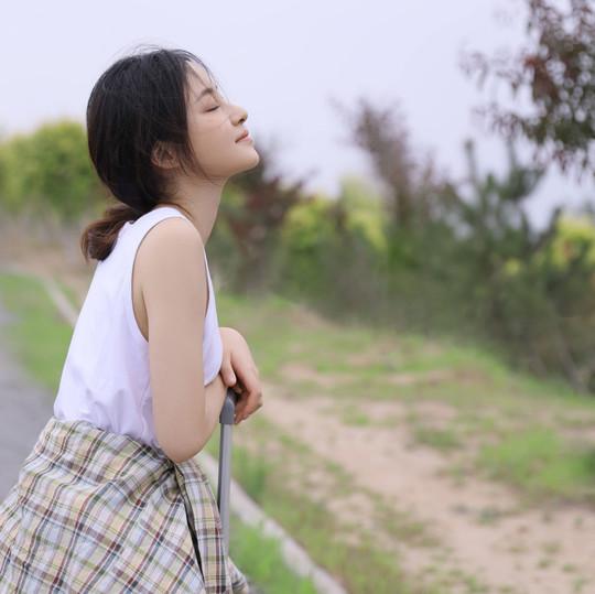 유웨이, 상큼+풋풋 여행 패션 '과즙미 팡팡'