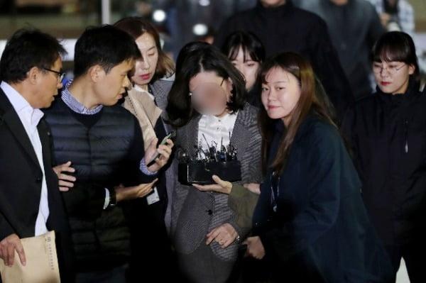 구속된 조국 부인·동생, 아프다며 동시에 조사 거부…노림수 있나?