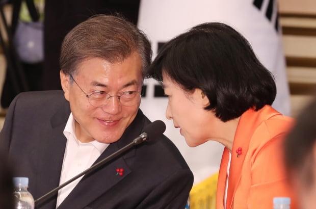 """추미애, 조국 후임 새 법무부장관 내정…""""검찰개혁 적임자"""" vs """"후안무치 인사"""""""