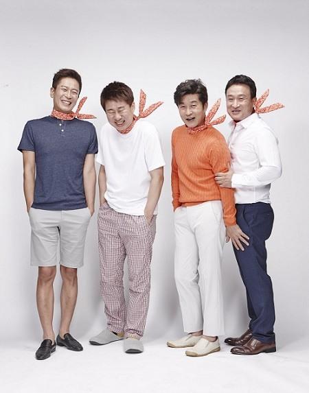 배우 김상중, O tvN 토크쇼 '어쩌다 어른' MC…첫 예능 진행