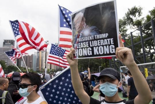 홍콩 시위대 공항 점령…여객기 운항 전면 중단