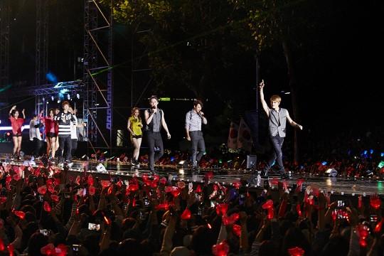 [포토] JYJ 영동대로 콘서트..팬들과 하나되어