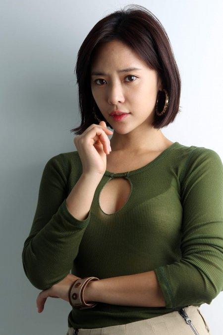 [O2 화보] '호러퀸' 변신 황정음