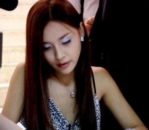 하리수 데뷔 전 사진 화제…청순 매력 과시