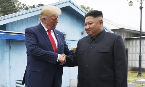 비핵화 협상 시계 앞당겼지만 … 선거 앞둔 '이벤트' 우려도 [남북미 정상, 사상 첫 판문점 회동]