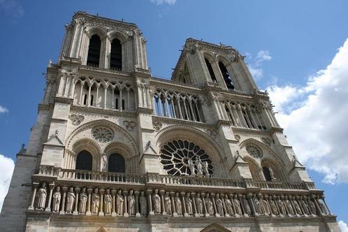 '화마'에 당한 860년 역사의 파리 노트르담 대성당