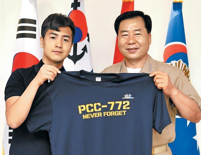 천안함 티셔츠 팔아 1000만원 기부한 '천안함 김군'