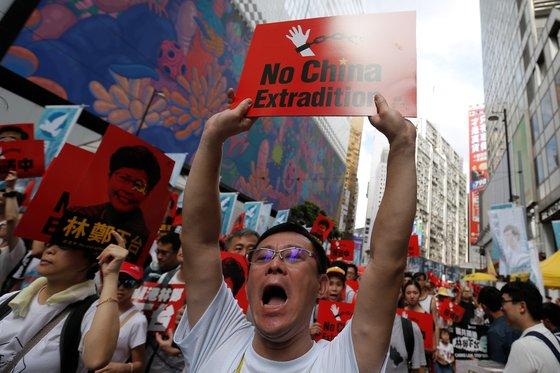 홍콩 시민 100만명 거리로 뛰쳐나와 '중국 송환법 반대' 시위