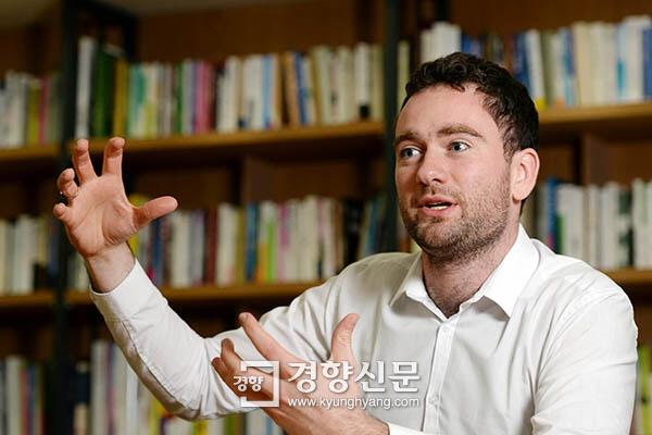 [저자와의 대화]'익숙한 절망 불편한 희망' 펴낸 다니엘 튜더 전 이코노미스트 서울 특파원