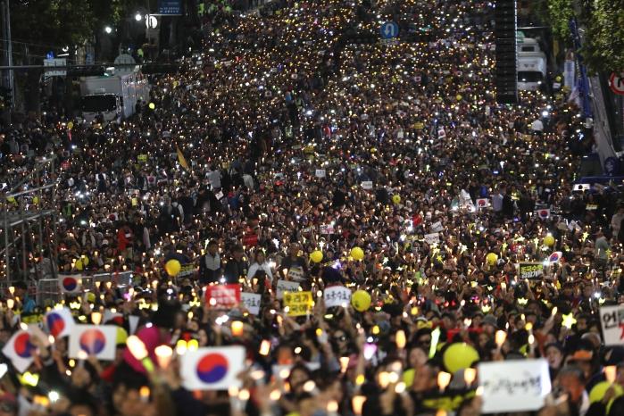 서초동에서 여의도로…검찰개혁 집회, 국회 향한다