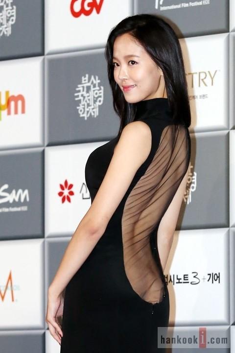 강한나, 가슴 아닌 ′엉골′ 노출 드레스 시선집중
