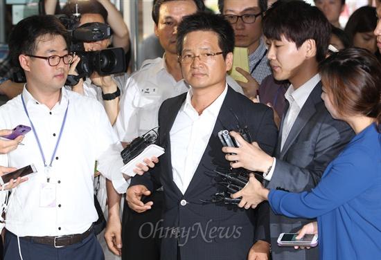 '김학의' 뒤에 있는 건설업자 윤중천, 누가 떨고 있을까