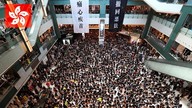 홍콩 국제공항 항공편 전면 취소…시위대 공항 점령