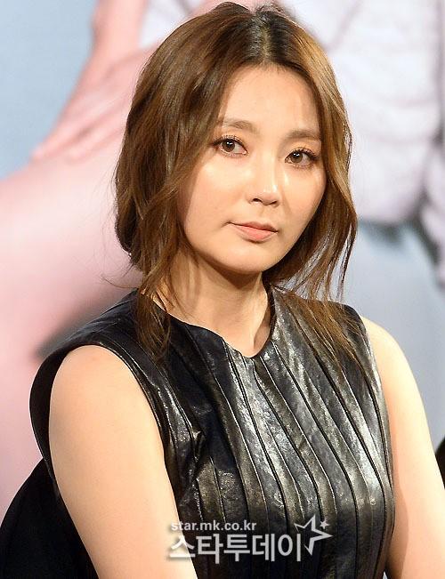 안혜경, 사뭇 달라진 얼굴로 공식석상 나서…'예뻐졌네~'