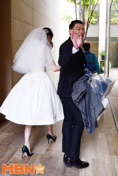 이찬오 김새롬, 결혼 모습 살펴보니…깜찍한 화이트 드레스입고 발랄함 뽐내 '눈길'