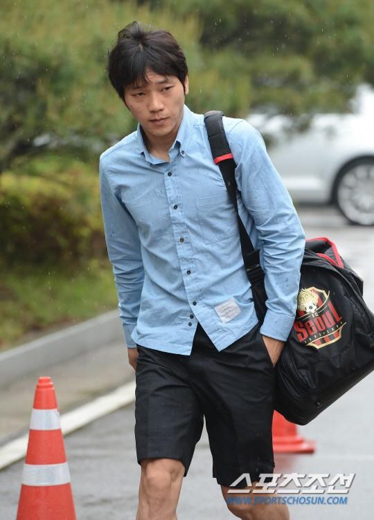 [포토] 김치우 '이 정도 비는 그냥 맞죠!'