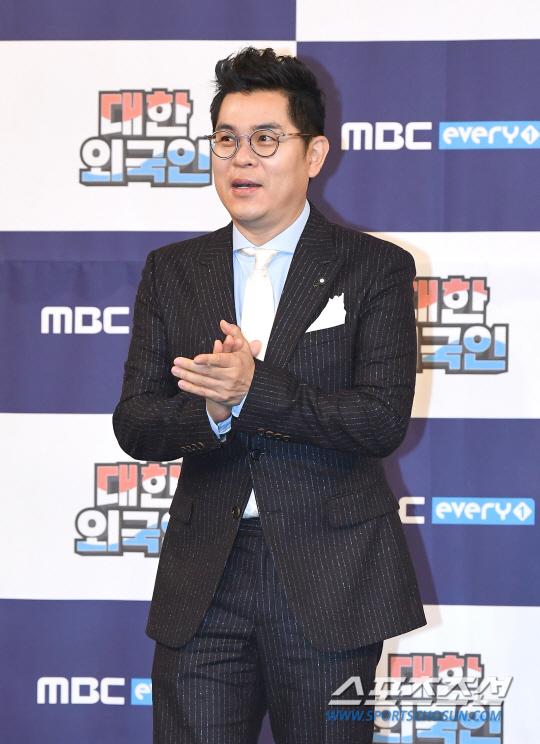 [포토] 김용만 '대한외국인 진행 맡았어요'